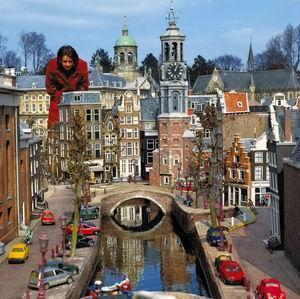 how to get to madurodam from amsterdam