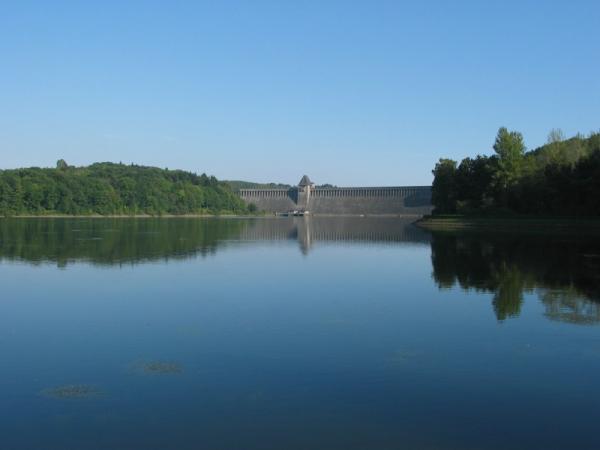 Étendue d'eau , retenue d'eau , barrage , centrale hydroélectrique