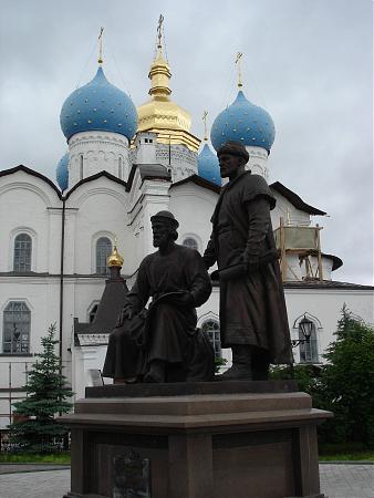 Памятник зодчим казанского кремля задуман не как личностный, а как обобщающий памятник людям, возводившим и...
