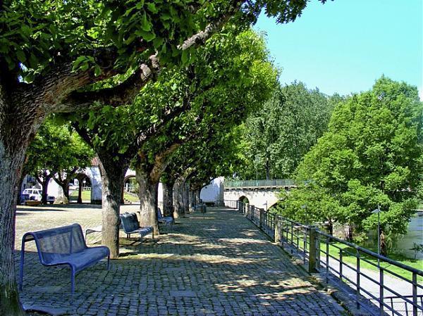 banco de jardim poesia:Jardim dos Poetas – Ponte da Barca