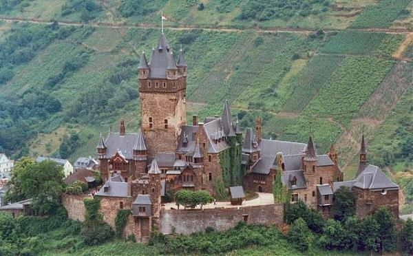 10 castles in Europe that you should visit!-secretfromus.com