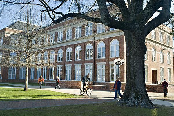 Starkville (MS) United States  city images : Mississippi State University