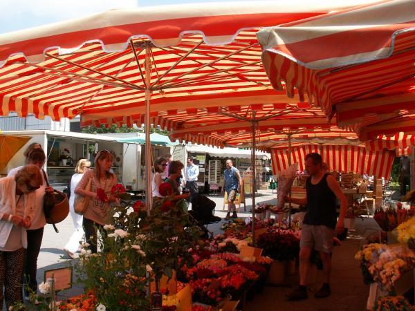 wochenmarkt b chermarkt an der bockenheimer warte frankfurt am main. Black Bedroom Furniture Sets. Home Design Ideas