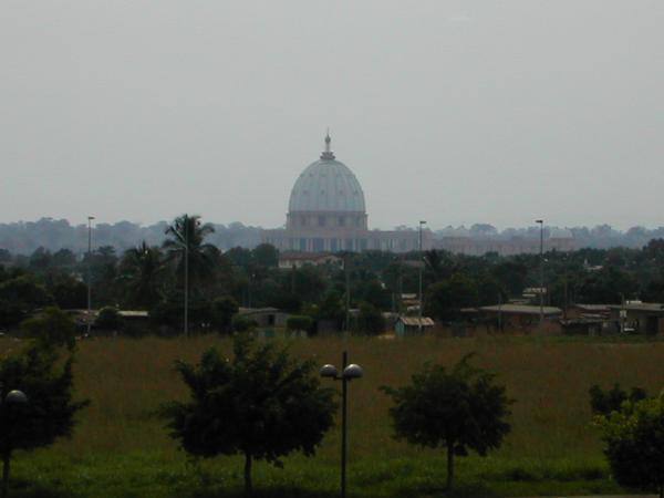 complex basilique de notre dame de la paix yamoussoukro church basilica christianity. Black Bedroom Furniture Sets. Home Design Ideas