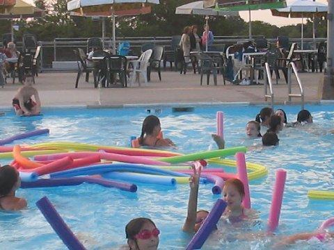Deepdale gardens community center pool new york city for Garden city pool new york