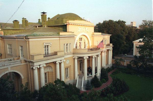 Спасопесковская пл. памятник архитектуры (истории), строение 1915 года, резиденция посла, посольство США.