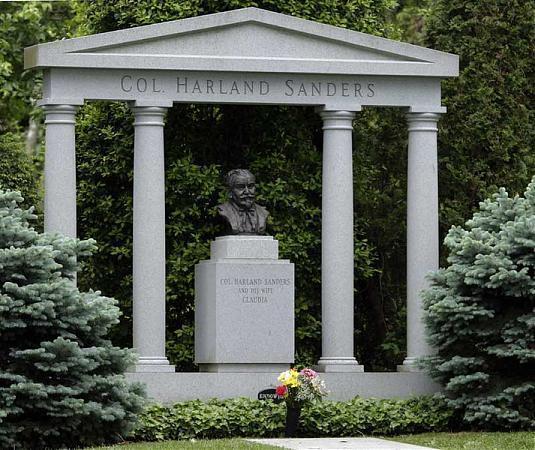 colonel harland sanders 39 grave louisville jefferson. Black Bedroom Furniture Sets. Home Design Ideas