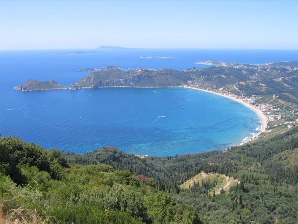 Участок в Агиос Георгиос на берегу моря недорого