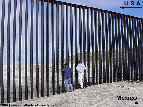 u s mexico border fence The us border with mexico spans almost 2,000 miles from the states of california to texas, and illegal immigration, drug trafficking, and other security breaches along the border have been issues of growing concern for decades.