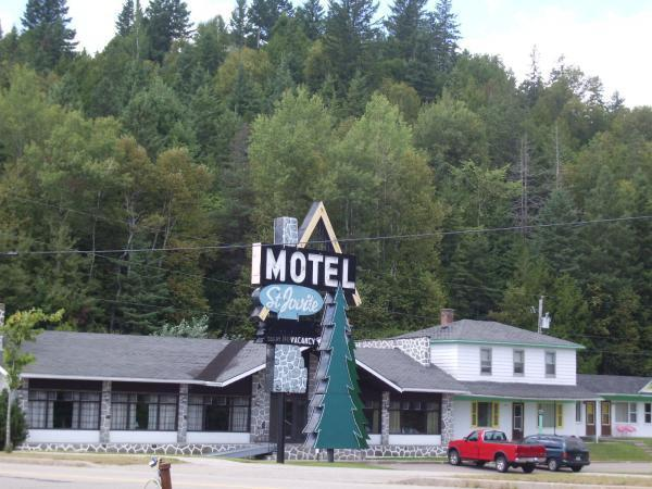 motel saint jovite mont tremblant saint jovite sector. Black Bedroom Furniture Sets. Home Design Ideas