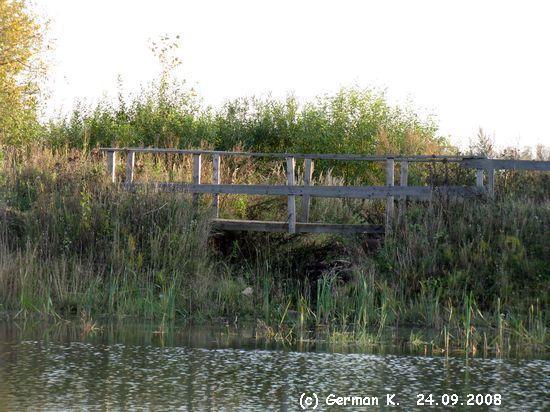 Деревянный мост через канаву