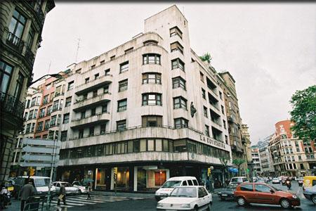 Edificio la equitativa bilbao for Calle jardines bilbao