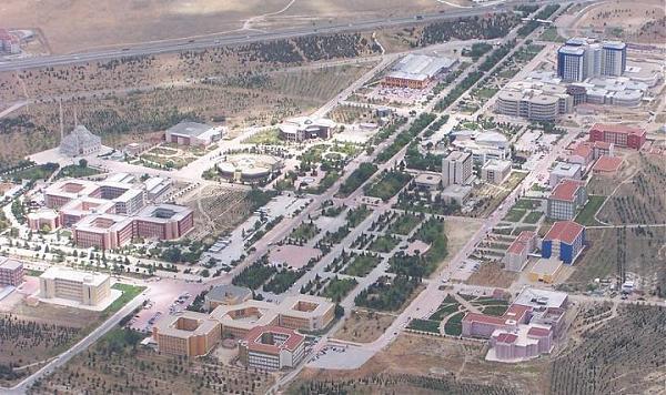 Tarih 1955 yılıdır bu tarihte konya da üniversitenin kurulması