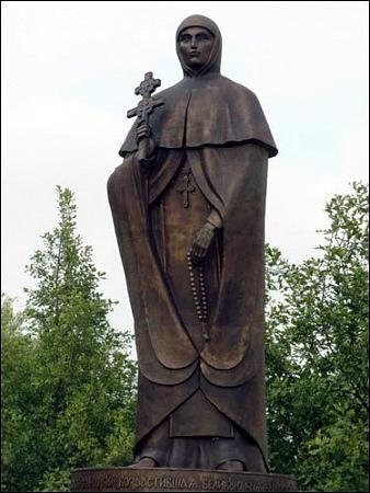 памятник, монумент , строение 2000 года: wikimapia.org/8348944/ru/Памятник-Св-Ефросинье...