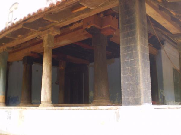 Nalukettu nadumuttam kerala style veedu joy studio for Veedu interior photos