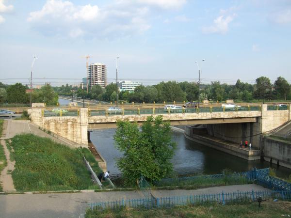 S-a turnat primul strat de asfalt pe podul Ciurel ...  |Podul Ciurel