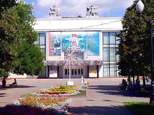 К списку фотографий.  Здание Концертного Зала (Филармония) находится в центре Тамбова, на Державинской улице.