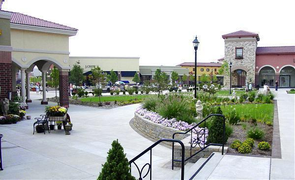 Gather friends and family together for a day of fun at Glenbrook Square in Fort Wayne. When you have something special on your list, visit the area's favorite shopping center for a wide array of popular retail stores filled with today's hottest items and enjoy some of Location: Coldwater Road, Fort Wayne, , IN.