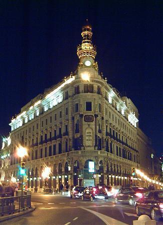 Edificio del banco espa ol de cr dito palacio de la for Oficinas santander granada