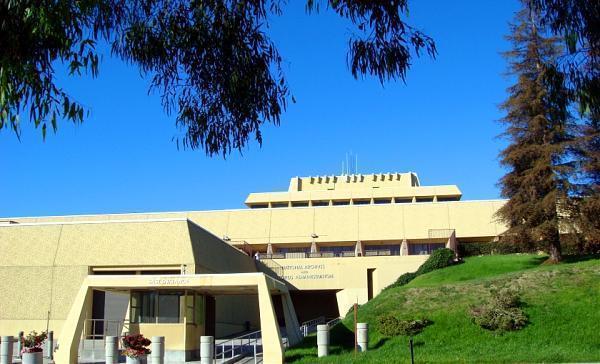 The Ziggurat: How a white elephant became a county ...  Ziggurat Laguna Niguel