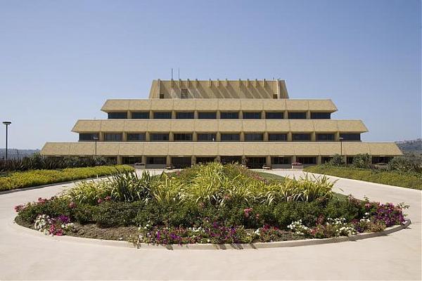 chet holifield federal building in laguna niguel : death ...  Ziggurat Laguna Niguel