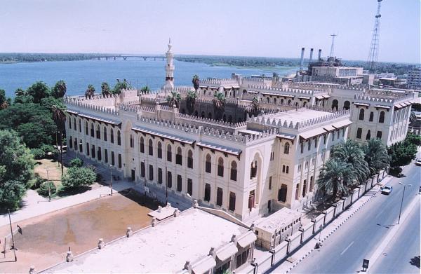 http://photos.wikimapia.org/p/00/00/61/42/12_big.jpg