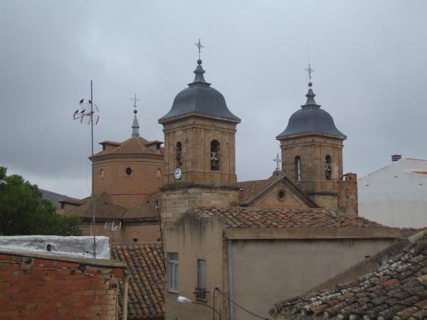 Papercraft imprimible y recortable de laIglesia de Santa Quiteria de Elche de la Sierra en Albacete, España. Manualidades a Raudales.