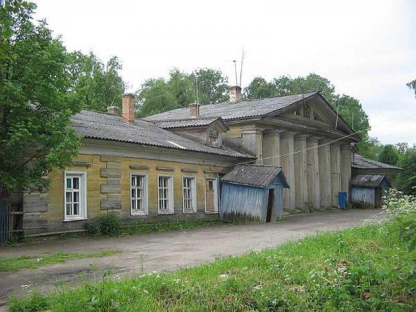 Бывший деревянный флигель усадьбы - Куркино: http://wikimapia.org/12476979/ru/Деревянный-флигель-усадьбы