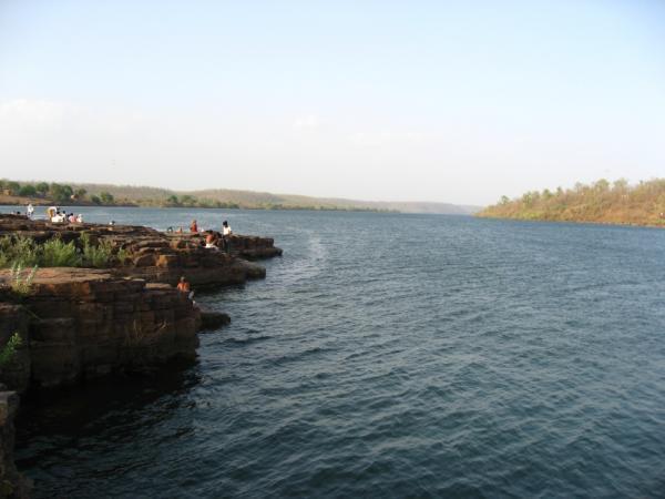 नर्मदा नदी  को पहुंचाया नुकसान तो 'माँ' की ओर से होगी FIR