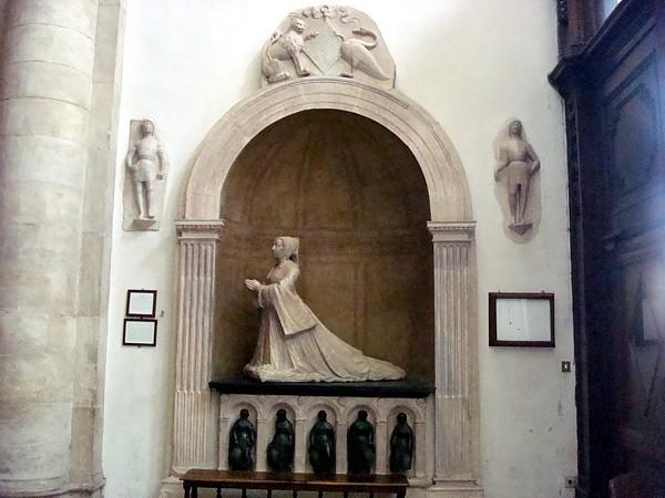Interni torino free la attuale a galleria duarte consente di vedere finalmente lu interno e - Arredatori d interni roma ...