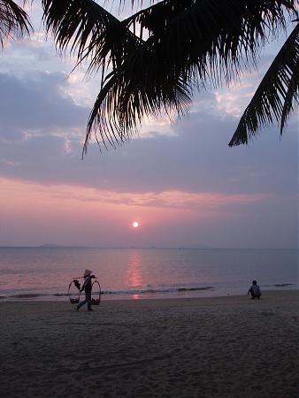 海南岛的海域面积约200万平方公里