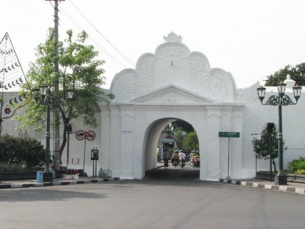 Gerbang Nirboyoplengkung Gading Yogyakarta
