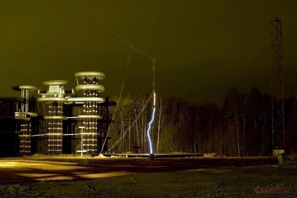 Полный объем высоковольтных испытаний переменным напряжением и коммутационными импульсами электрооборудования...