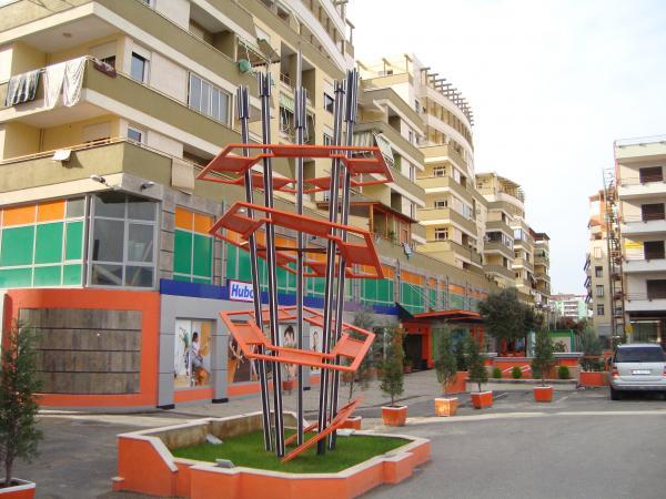 Capital shopping center tirana for Brunes albania