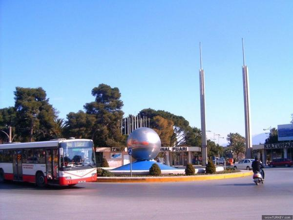 Lozan Meydanı , izmir