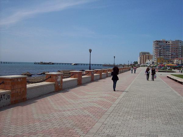 """Durrës:  Shëtitorja  """" Taulantia"""" vuan nga degradimi"""