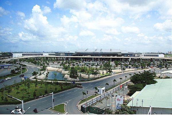Bảng giá gửi xe máy, ôtô qua đêm tại sân bay Tân Sơn Nhất ...