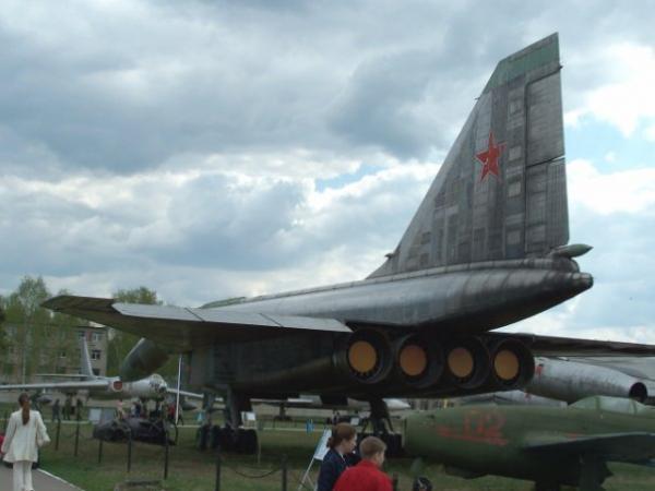 Сверхзвуковой ударно-разведывательный бомбардировщик-ракетоносец Т ...