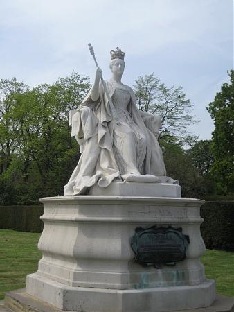 Памятник королеве виктории напротив букингемского дворца
