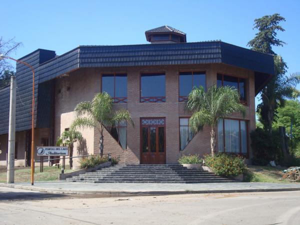 Hotel portal del lago villa carlos paz for Hotel villa del lago