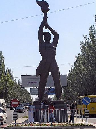 мужик с факелом луганск фото
