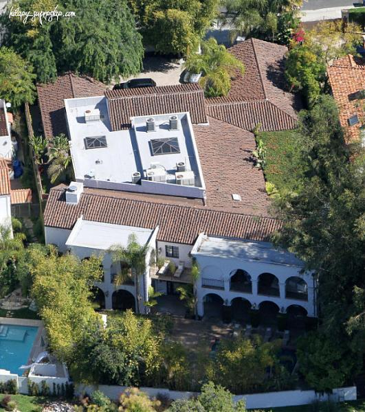 toluca lake black personals 10015 toluca lake ave, toluca lake, ca is a 5921 sq ft 6 bed, 6 bath home sold in toluca lake, california j love-hewitts back yard celebrity real estate has a value of its own.