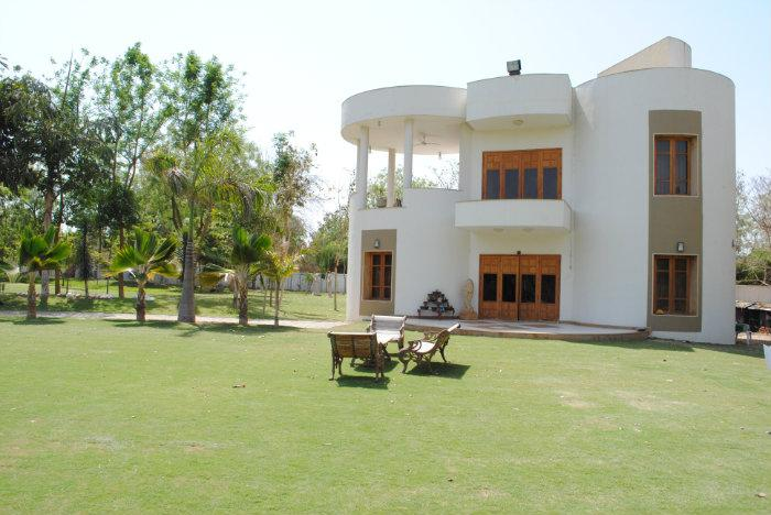Mehul jhaveri 39 s farm house at manipur bopal for Big house images in india