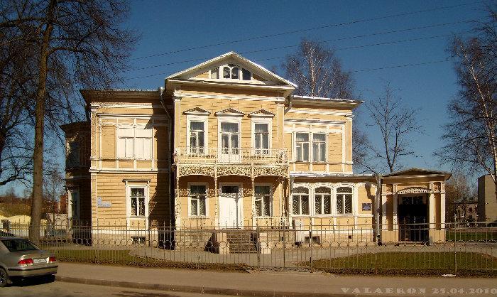 117Петергоф дома фото