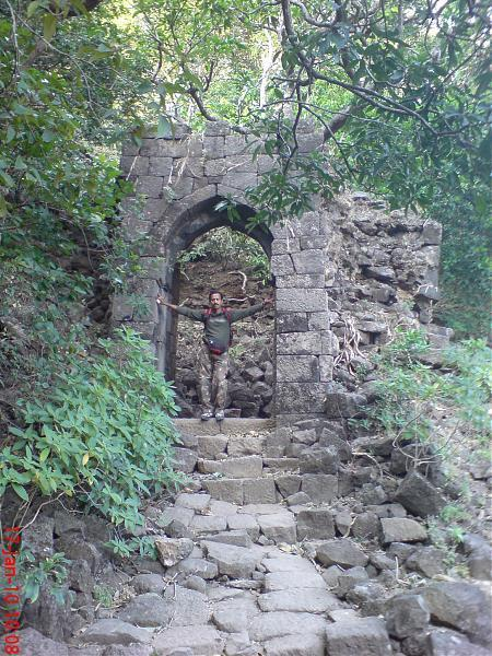thane fort to the thane central Over the years, areas beyond borivali and mulund which fall under thane  20th  century) included the area from fort in the south to bombay central in the north.