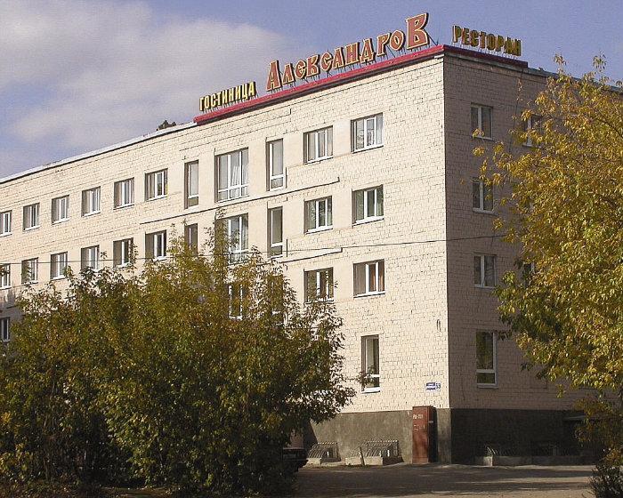 На фото - дом цыганской общины, александров, владимирская область, октябрь 2005