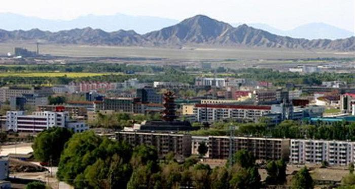 Town and prefecture in Qinghai province. Delingha means 'Golden and ...