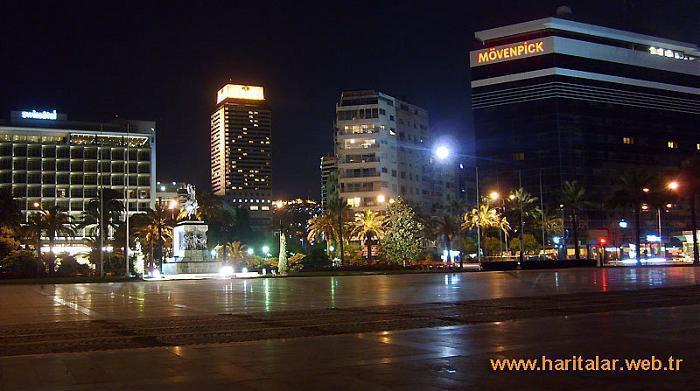 Cumhuriyet Meydanı , izmir