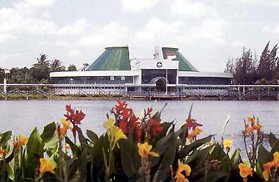 Taman Akuarium Air Tawar (DKI Jakarta) | museum, perairan, taman