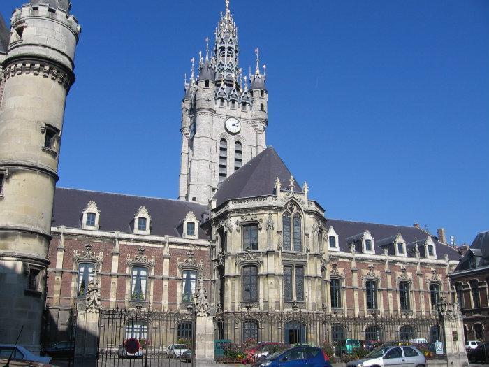 Beffroi et mairie de douai douai - Piscine douai ...